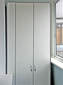 Белые распашные шкафы на заказ от производителя (фото, цены).