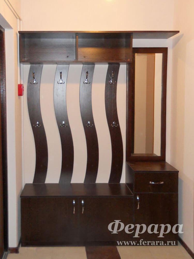 Корпусный шкаф с зеркалом и ящиками