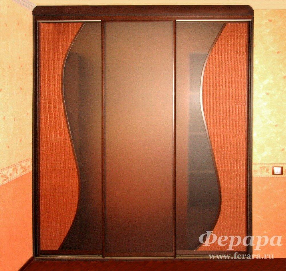 Двери-купе с матовым стеклом и ротангом (фото, информация, р.