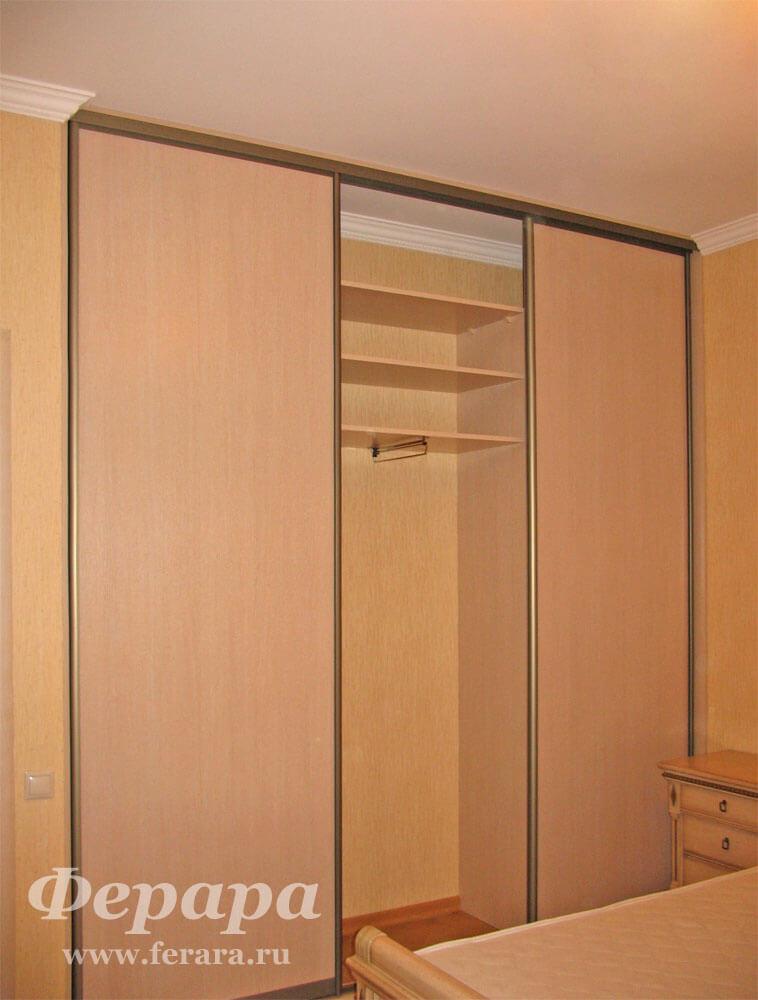 Встроенный шкаф-купе с полками (дсп, клён) (фото, информация.
